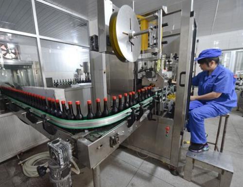 为适应时代 老字号们引进自动化生产灌装生产线